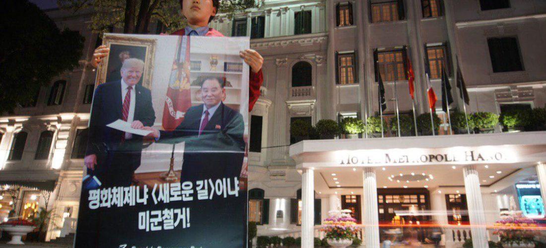 [기획] 베트남평화원정단, 메트로폴호텔앞 <<평화체제냐 <새로운 길>이냐 미군철거!>