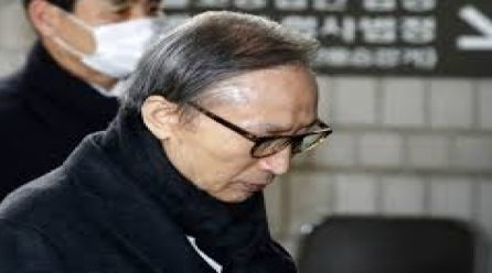 [국내단신] 이명박전대통령 항소심서 징역17년선고 … 법정구속돼