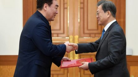 [국내단신] 문대통령 중국대사에 <한중관계발전뿐 아니라 남북관계발전에 크게 기여하길 바란다>