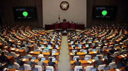 [국내단신] 국회 <코로나3법>통과 … <검사·치료거부시 벌금>