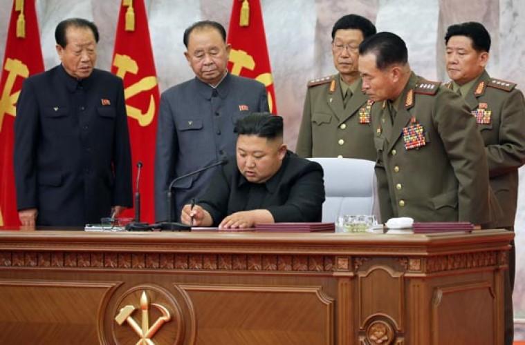 김정은위원장 당중앙군사위확대회의 지도