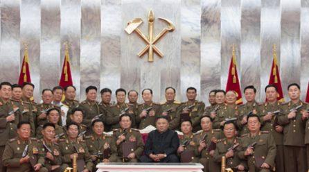 김정은위원장,  <백두산>기념권총수여