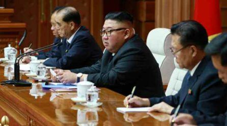 김정은위원장, 정치국회의 진행