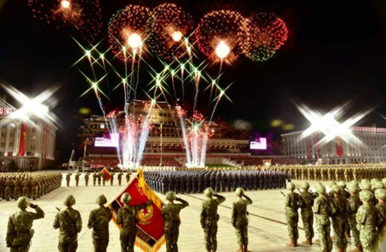 [노동신문] 전인민적경사의 날에 펼쳐진 군민대단결의 화폭